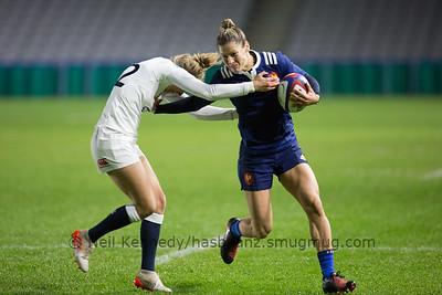Caroline Ladagnous fending off Emily Scott