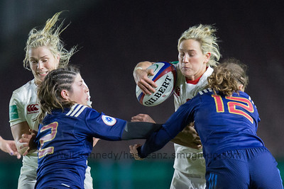 Claire Allan takes the ball into contact with Manon Bigot and Lucille Godiveau