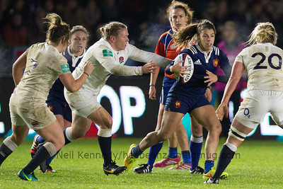 Elodie Guiglion with the ball