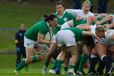 Paula Fitzpatrick comes off the back of the Irish scrum with the ball