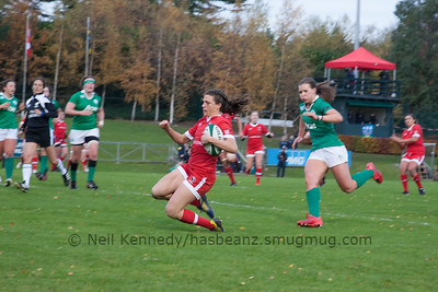 Julianne Zussman about to touchdown for a try