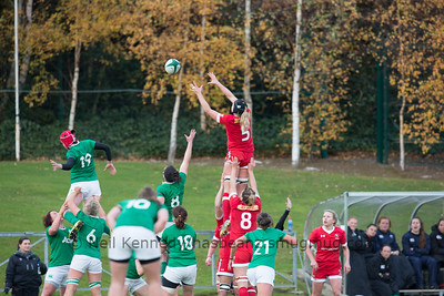 Kayla Mack reaches for the ball at the lineout