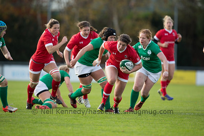 Laura Russell with the ball
