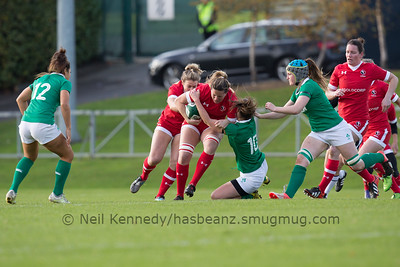 Kelly Ruissell is tackled by Nikki Caughey