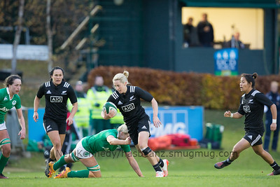 Kelly Brazier with the ball