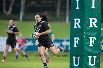Portia Woodman crosses the line for her second try