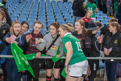 Niamh Briggs selfie with fans