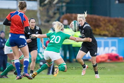 Kelly Brazier with the ballbreaks Ciara Cooney's tackle