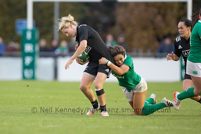 Sene Naoupu tackles Kelly Brazier
