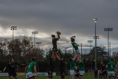 Charmaine Smith takes the lineout ball