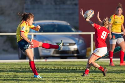 Keira Bevan tries to block Maria Casado's kick