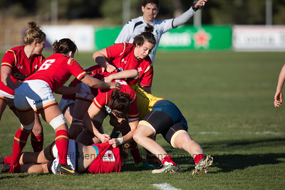 Keira Bevan (on the ground) recycles the ball to Dydggu Hywel as Sian Williams, Rachel Taylor and Sioned Harries form the ruck