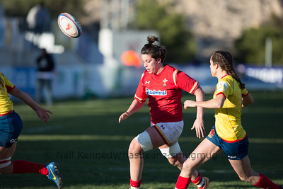 Sioned Harries pops a pass