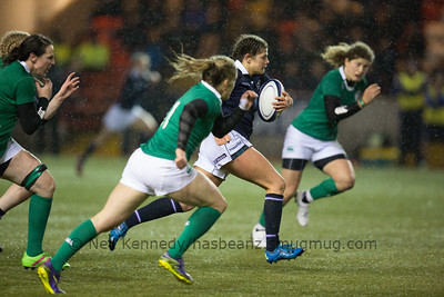 Lisa Thomson carrying the ball for Scotland