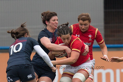 Sioned Harries is tackled by Sarah Hunter