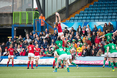 Rachel Taylor takes the lineout ball