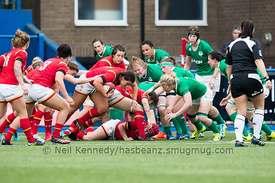 Shona Powell Hughes picks and goes from the ruck