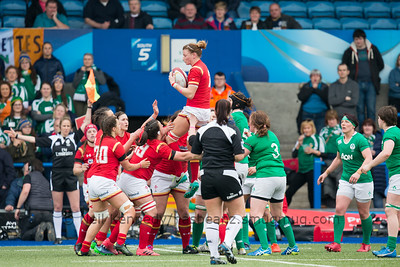 Rachel Taylor with the ball at the lineout