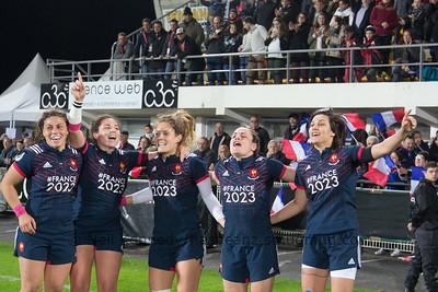Chloe Pelle, Carla Niesen, Marjorie Mayans, Elodie Poublan, Caroline Boujard celebrate their win