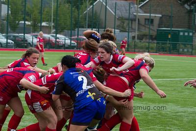 Nia Davies urges the maul forwards