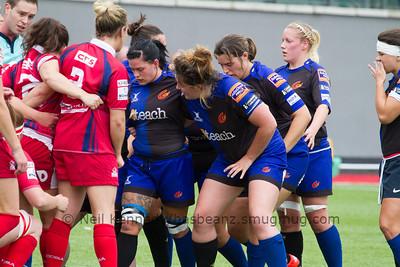 Cerys Hale looks across at Dragons hooker Lauren Tracey