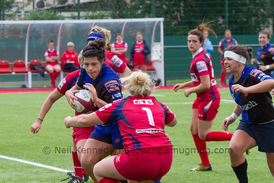 Rebecca De Fillipo prepares to fend a tackle
