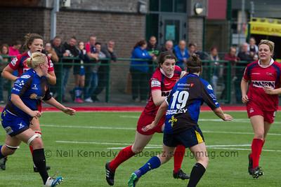 Nia Davies with the ball