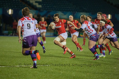 Sioned Harries drives forward with the ball