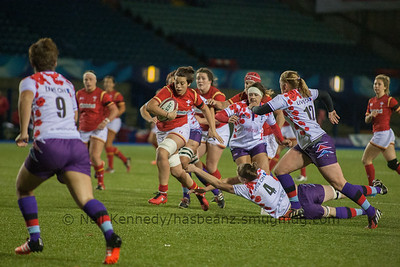 Sioned Harries evades a tackle