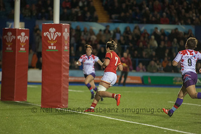 Sioned Harries crosses the line to score