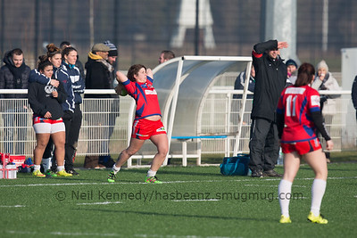 Manon Bigot about to take a lineout throw