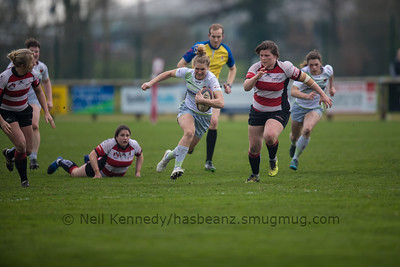 Lotte Clapp with the ball