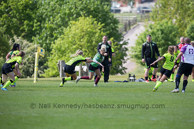 Robyn Pinder with the ball
