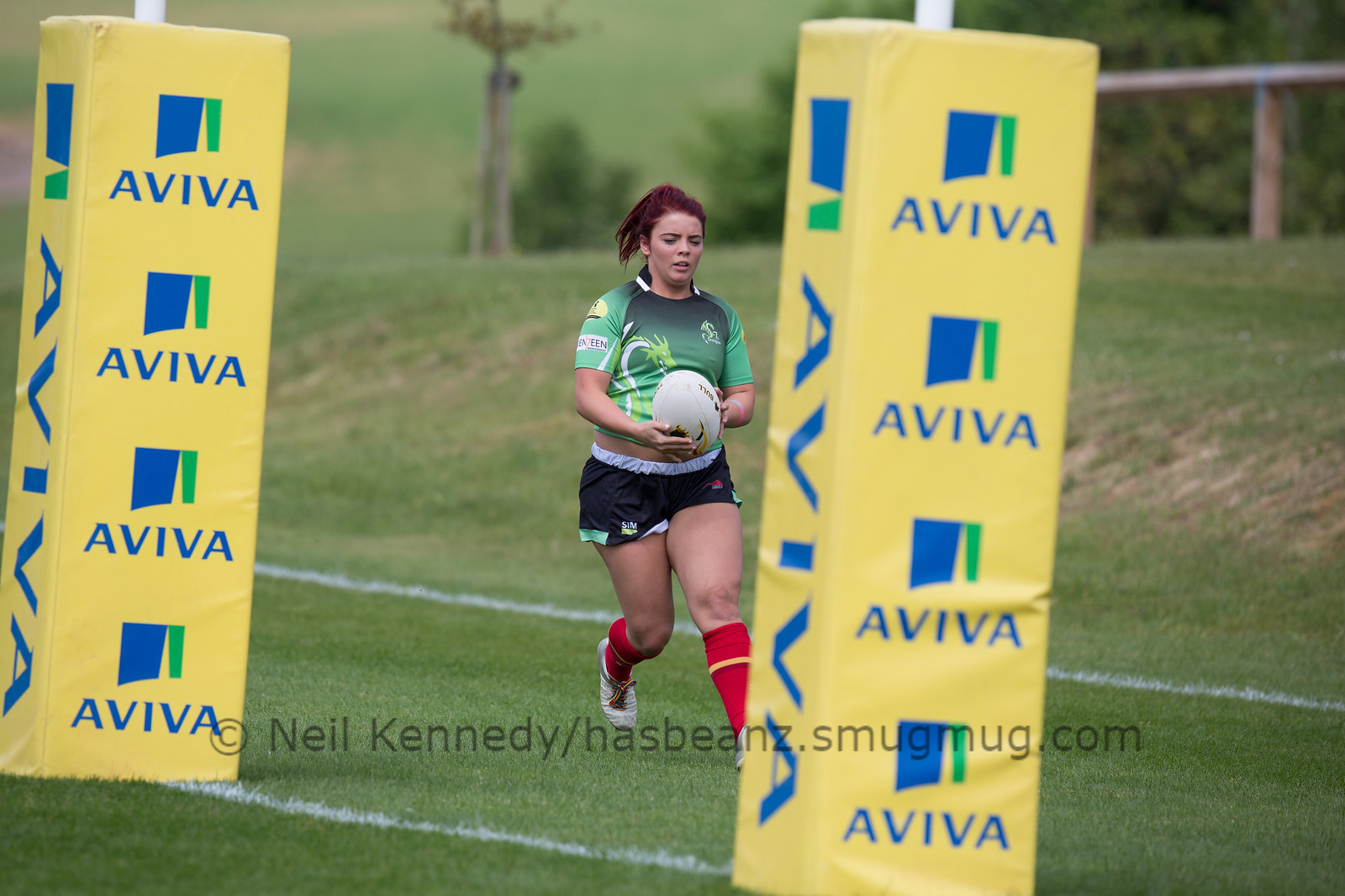 Robyn Harris about to touch down a try