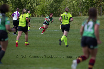 Robyn Harris with the ball