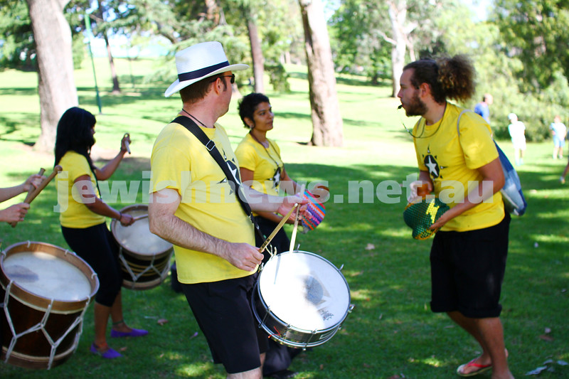 30-11-14. Stand Up Australia's annual Run For Change around the Tan track, Botanical Gardens, Melbourne. Photo: Peter Haskin
