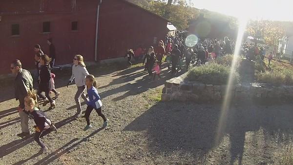 Kids Run The Farm - 6 & under start - camera 2