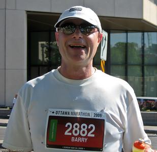 Ottawa Marathon - 2009, Just past the 23k mark exchanging water bottles. 20090524-IMG_1969