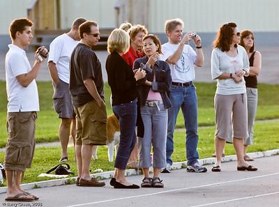 Spectators & Volunteers. 20080731-IMG_3121