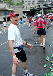 Barry & George Exchange of water bottles – ½ way point of the Ottawa Marathon - May 2007