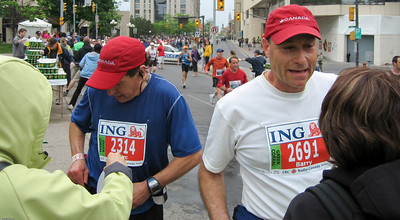 Marc & Barry Exchange of water bottles – ½ way point of the Ottawa Marathon - May 2007