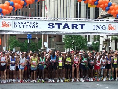 Start of the Ottawa Marathon - May 2007