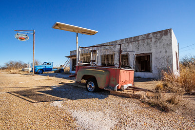 Abandoned gas station, Clairemont, Texas