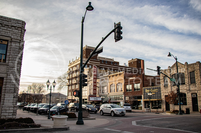 Stop light on the corner of 4th street and Poyntz Ave. (Madeline Emerson | Collegian Media Group)