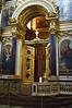 Altar con columnas azules