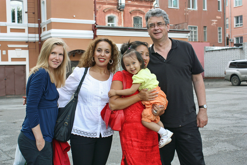 Li Lihua & her daughter with RT's Alice Hibbert, Wafaa Daoui & Rustem Safronov.