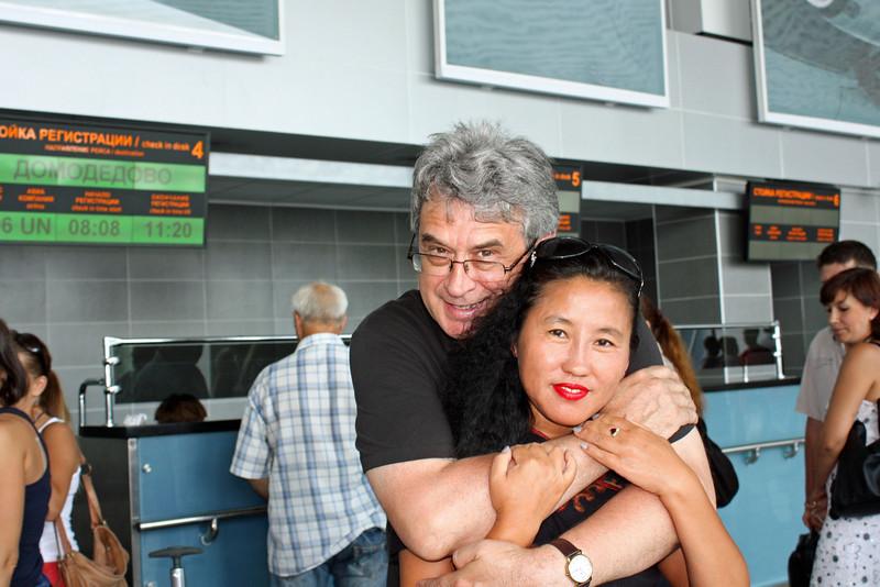 Saying good-bye to Li Lihua at the airport.