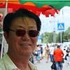Sasha sells cheap Chinese goods in Blagoveshchensk. 10,000 Chinese live & work in Blagoveshchensk. Тороговец одеждой, называющий себя Саша на вещевом рынке в Благовещенске.