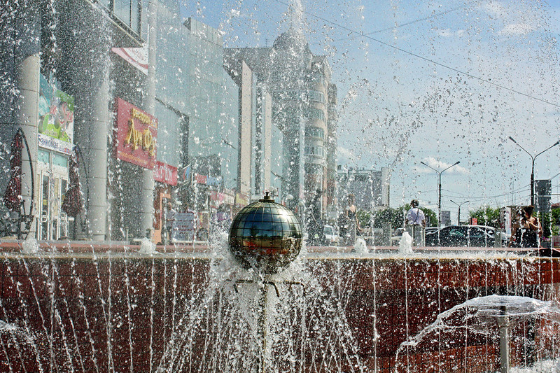 Blagoveshchensk through the fountain.
