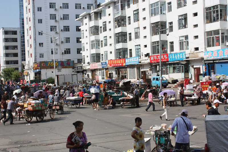 An immediate difference in feel between Heihe, China & Blagoveshchensk, Russia on the other side of the river - the crowds!
